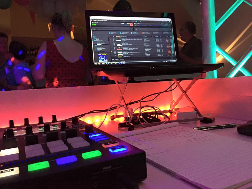 Kijkje in de DJ booth