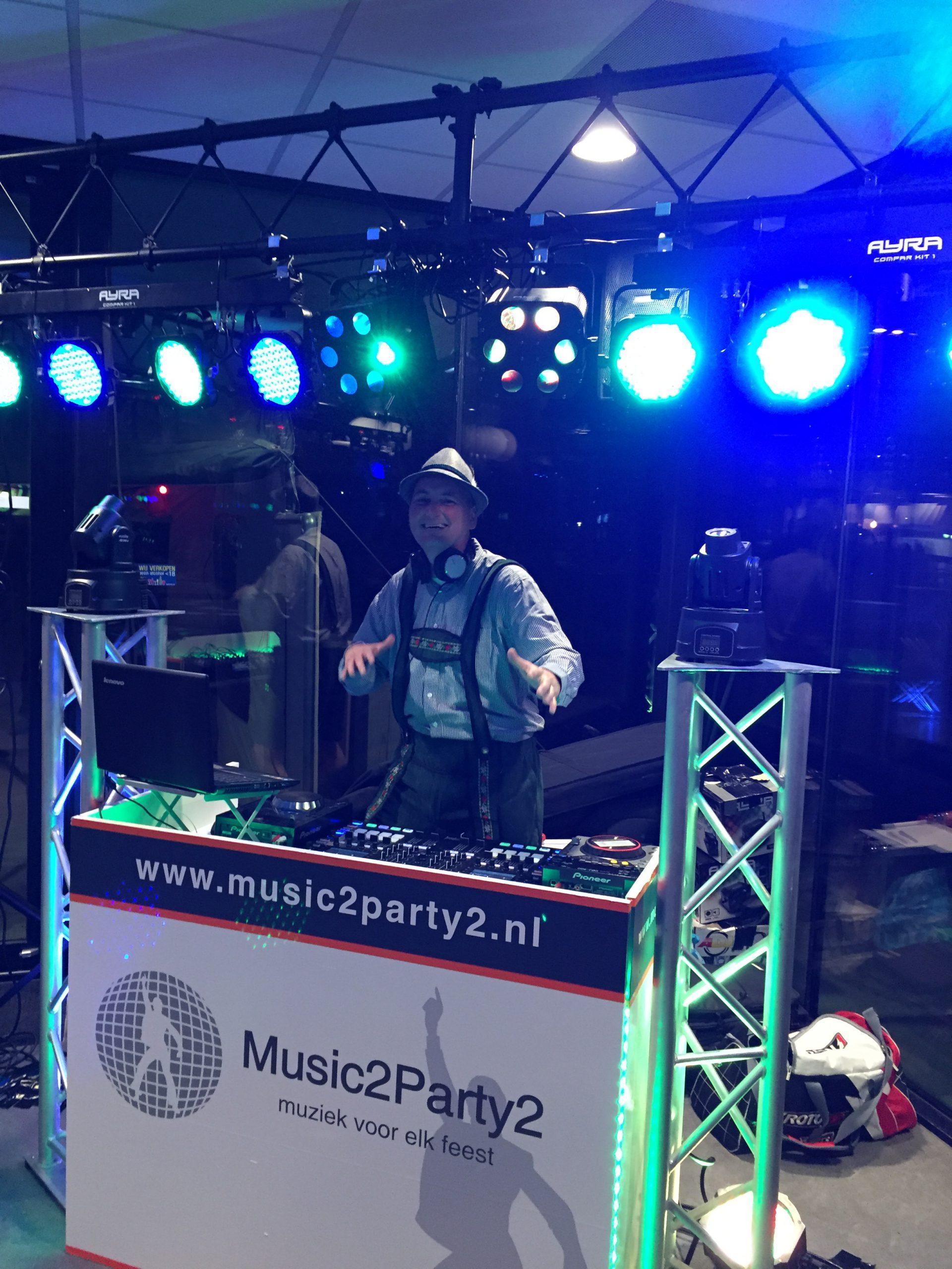 DJ Maykel in Lederhosen