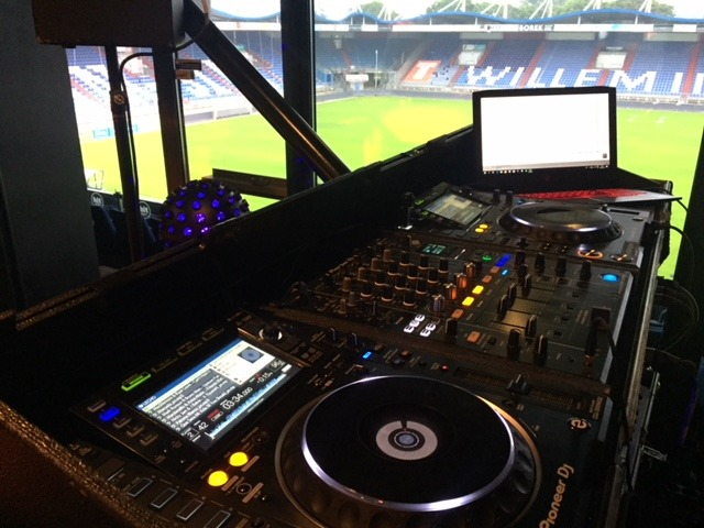 Music2Party2-DJ-Maykel-Willem-II-stadion